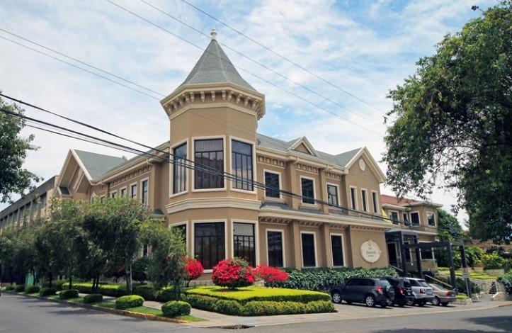 OLD WORLD VICTORIAN GRANDEUR AT HOTEL GRANO DE ORO
